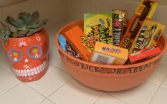 The good ol' Halloween candy. You may notice that they aren't the small sized candies usually received from trick or treating. This year store bought candy is what fills up my candy bowl.