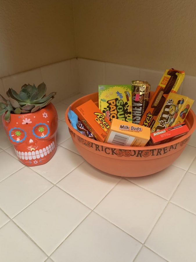 The+good+ol%27+Halloween+candy.+You+may+notice+that+they+aren%27t+the+small+sized+candies+usually+received+from+trick+or+treating.+This+year+store+bought+candy+is+what+fills+up+my+candy+bowl.+